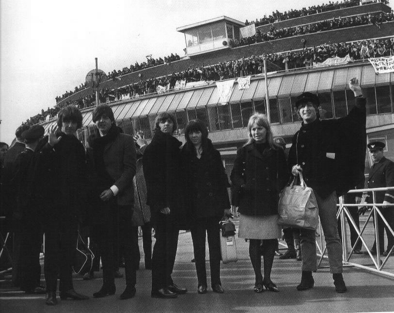 The Beatles leaving to European tour